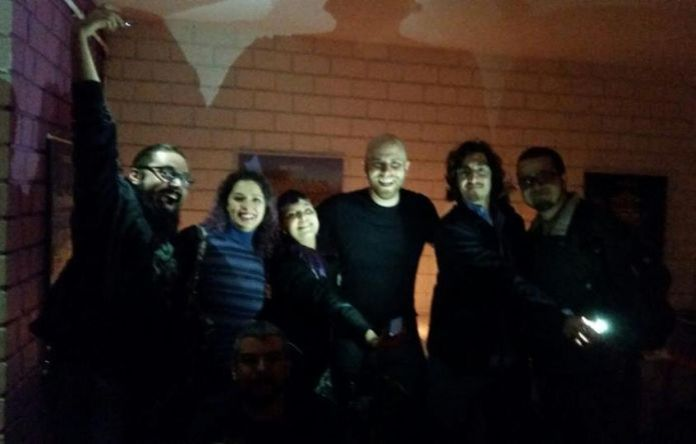 Este repórter esteve na festa do estúdio Flux com Paulo Santos (ao centro). Foto: Divulgação/Flux Game Studio